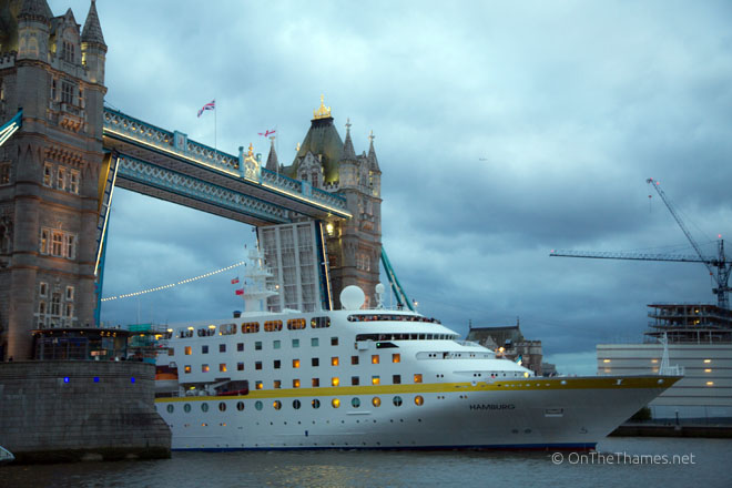 LONDON CRUISE SEASON BEGINS