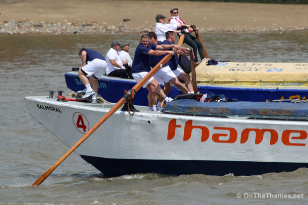 onthethames_bargerace1