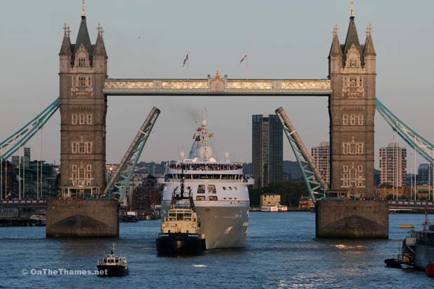Silver Cloud Cruise Ship Arrives In London On The Thames - Cruise ship in london