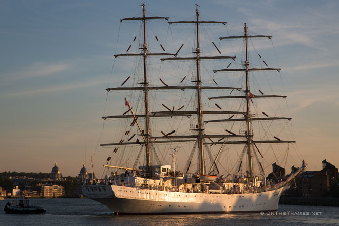 HUGE TALL SHIP IN LONDON