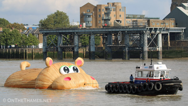 onthethames_hippo1