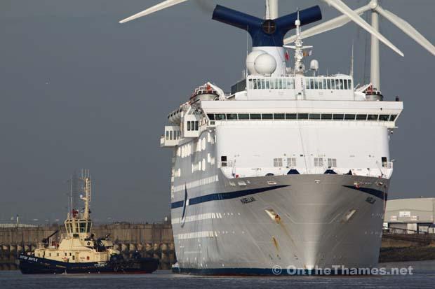 CRUISE SHIP MAGELLAN THAMES