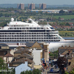 London welcomes its biggest cruise ship