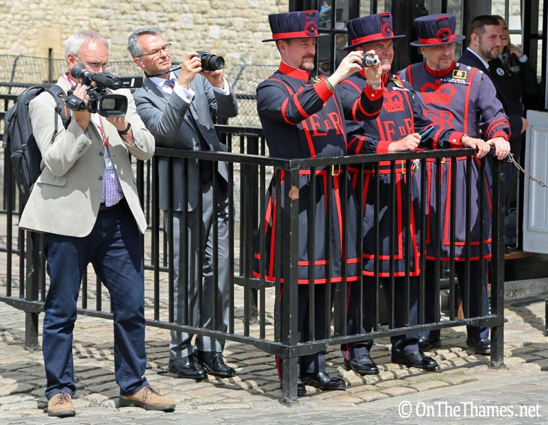 onthethames_nwd_beefeaters