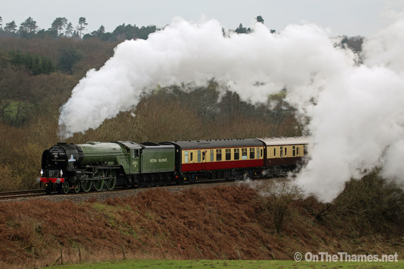 onthethames_steamtrain3