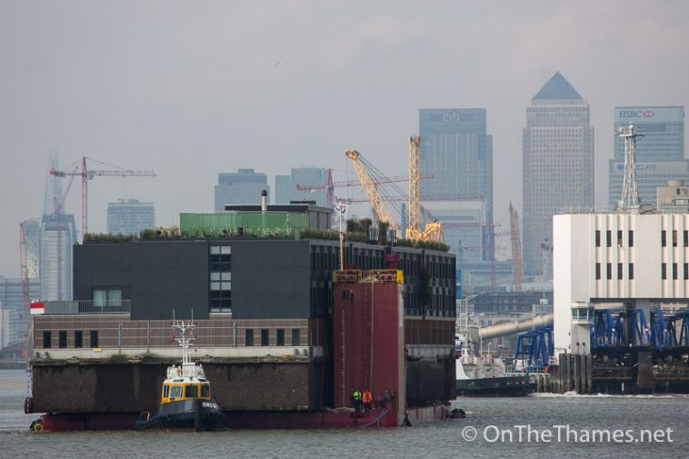 onthethames_floating_hotel-7
