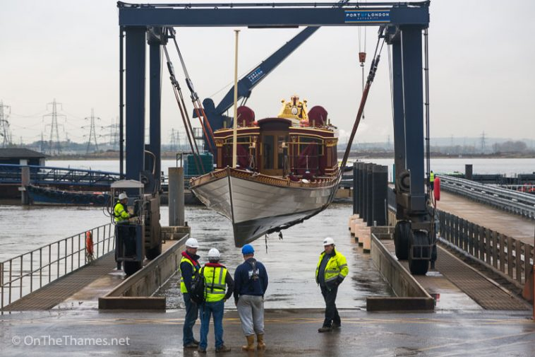 onththames_gloriana_stored_winter-3